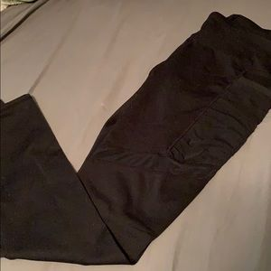 Black fabletics leggings with pockets